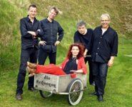 DieSchoenen-Pressefotos-Anne Schoenen im Ziehkarren